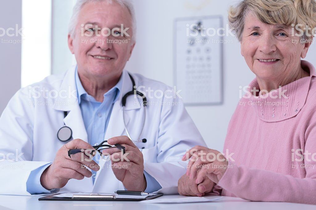doctor and grateful patient picture id486829156