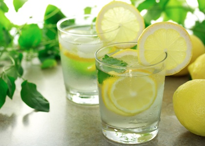 The Health Benefits of Lemon Water - Lemon Water